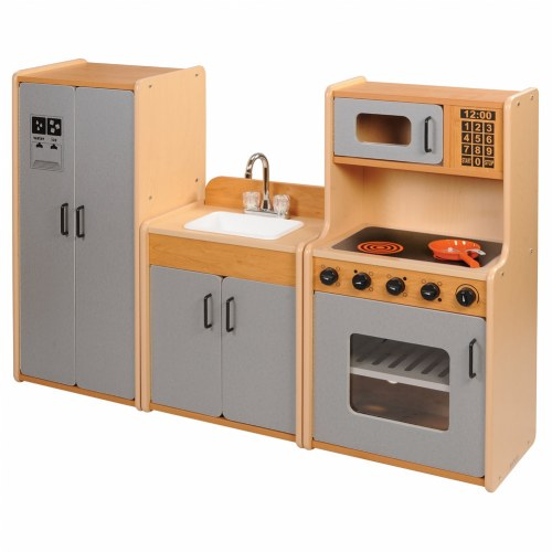 Classic maple laminate kitchen units for Kaplan floor planner