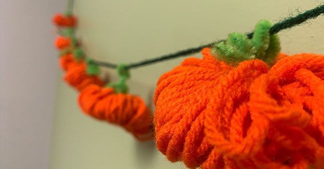 DIY Pumpkin Yarn Garland